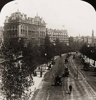 Victoria Embankment Photograph - London: Embankment, 1908 by Granger