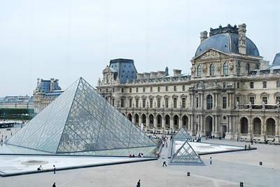 Louve Photograph - Louvre In Paris by David Taylor