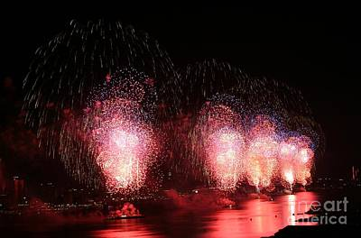 Photograph - Macy's Fireworks On The Hudson by Living Color Photography Lorraine Lynch