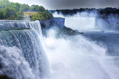 Heart Of Waterfalls Photograph - Maid Of The Mist by William Fields