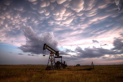 Mammatus Oil Art Print by Thomas Zimmerman