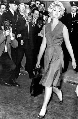 Bobbies Photograph - Mandy Rice-davies Leaving Old Bailey by Everett