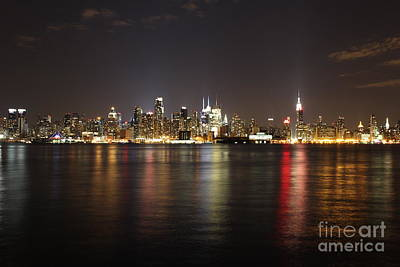 Photograph - Manhattan After Dark by Lee Dos Santos