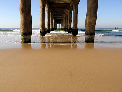 Photograph - Manhattan Beach Pier Paddler by Jeff Lowe