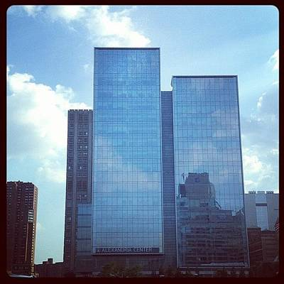 Iphone 4s Photograph - Manhattan by Yiddy W