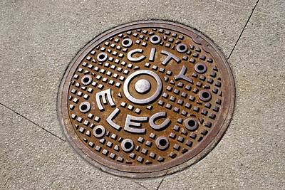 Manhole Cover In Chicago Art Print by Mark Williamson