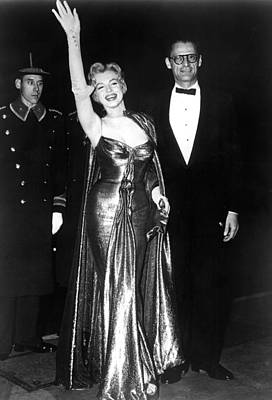 Gold Lame Photograph - Marilyn Monroe Waves To The Crowd by Everett