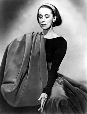 Martha Graham Photograph - Martha Graham In Her Imperial Gesture by Everett