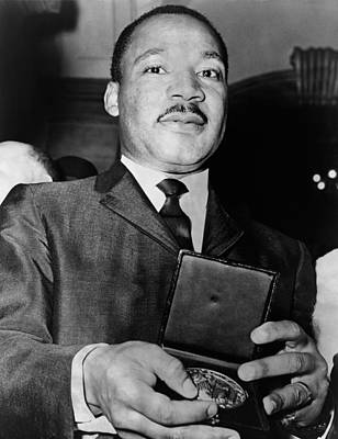 Martin Luther King Showing A Medallion Art Print by Everett