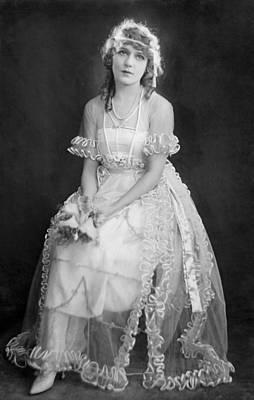 Mary Pickford In Her Wedding Dress, 1920 Art Print by Everett