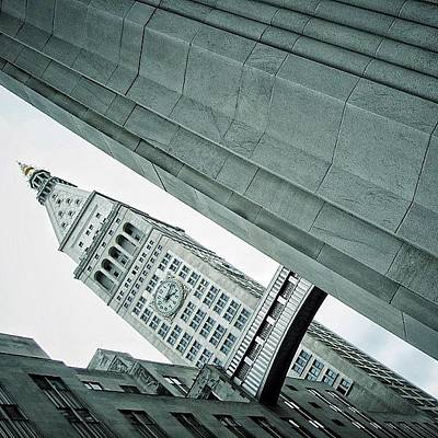 Skylines Photograph - Met Life Tower (1909) - Ny by Joel Lopez