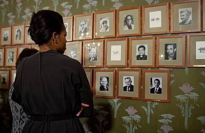 Michelle Obama Looks At Pictures Art Print by Everett