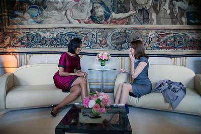 Michelle Obama With Carla Bruni-sarkozy Art Print by Everett