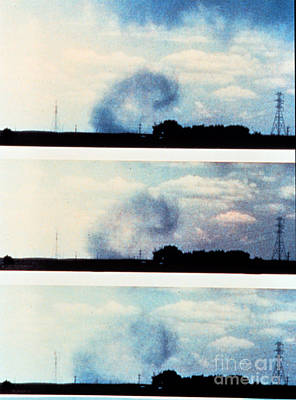 Veer Photograph - Microburst by Science Source