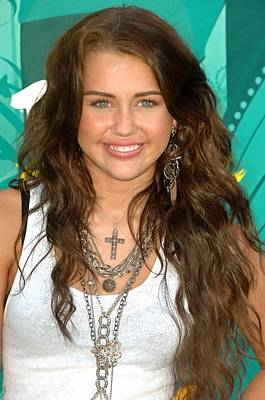 Long Necklace Photograph - Miley Cyrus Wearing  Jewelry By Loree by Everett