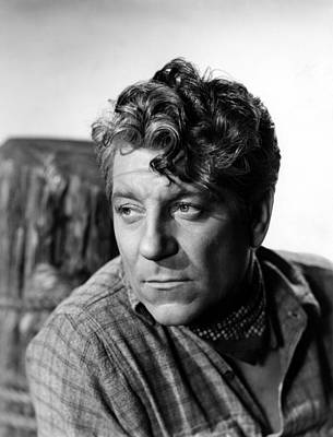 1942 Movies Photograph - Moontide, Jean Gabin, 1942 by Everett