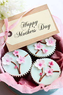 Gift Tag Photograph - Mother's Day Cupcakes by Ruth Black