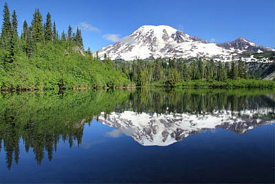 Roaring Red - Mount Rainier  Reflected in Bench Lake by Pierre Leclerc Photography
