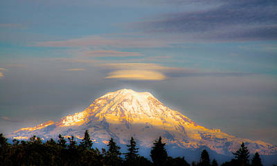 Photograph - Mt Rainier Sunset With Lenticular Clouds by David Patterson