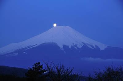Fuji Photograph - Mt.fuji And Moon Kiss by Takeshi.K