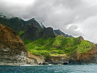 Photograph - Na Pali Coast Hawaii 04 by Gordon Engebretson