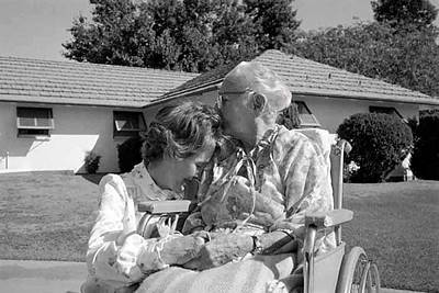 Nancy Reagan Visits Her Elderly Mother Art Print