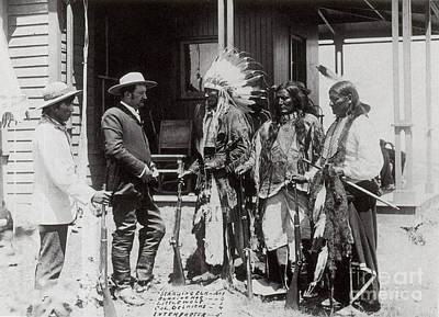 Native Americans Talking To American Art Print by Photo Researchers