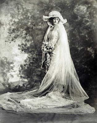 Photograph - New York: Bride, 1920 by Granger