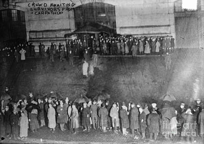 Photograph - New York: Titanic Crowd by Granger
