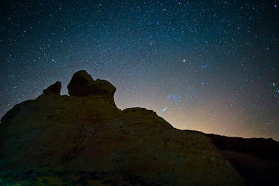 Valley Of Fire Wall Art - Photograph - Night Sky Over Valley Of Fire by Rick Berk