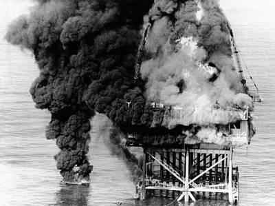 Oil Platform Blaze At Grand Isle Art Print