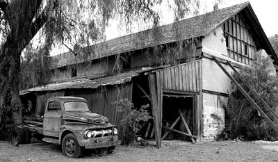 Old Barn Black And White Art Print by Jeff Lowe