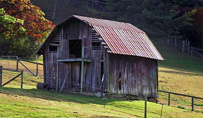 Photograph - Old Barn In Etowah by Duane McCullough