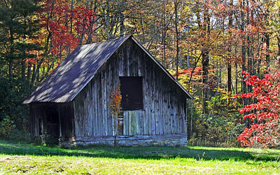 Photograph - Old Barn Near Dunn's Rock by Duane McCullough