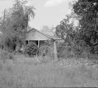 Photograph - Old Country Home by Emery Graham