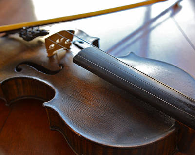 Photograph - Old Fiddle 4 by Bill Owen