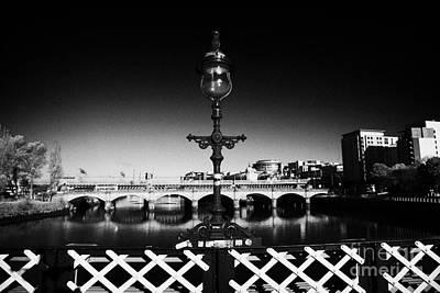 old lamp detail on south portland street suspension bridge over the river clyde Glasgow Scotland UK Art Print by Joe Fox