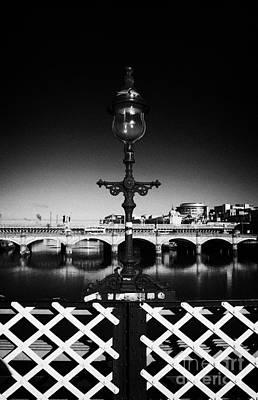 old laomp detail on south portland street suspension bridge over the river clyde Glasgow Scotland UK Art Print by Joe Fox