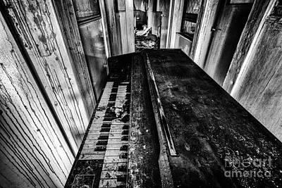Piano Photograph - Old Piano Organ by John Farnan