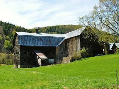 Art Print featuring the photograph Old Vermont Barn by Sherman Perry