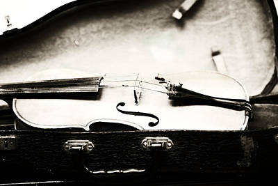 Black White Photograph - Old Violin 2 by Marilyn Hunt