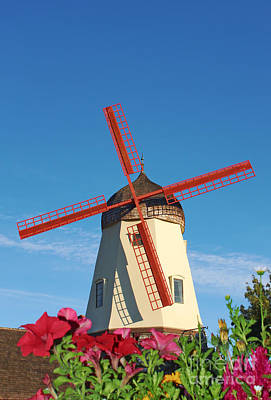 Photograph - Old Windmill In Solvang California by Paul Topp