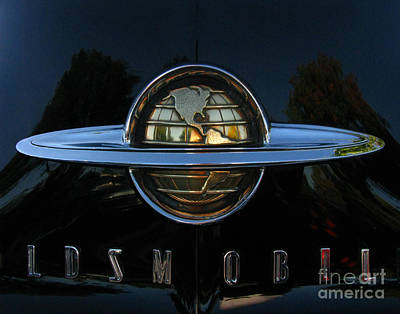 Photograph - Oldsmobile 88 Emblem by Peter Piatt