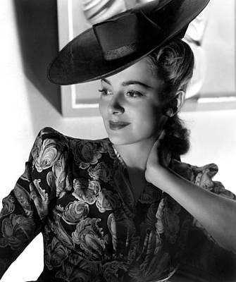 Puffed Sleeves Photograph - Olivia De Havilland by Everett