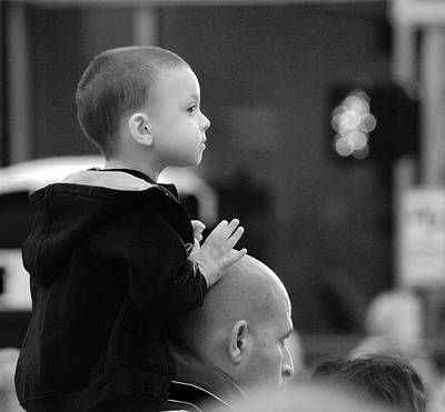 Photograph - On Dad's Shoulders by Eric Tressler