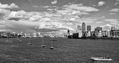 Photograph - On The Thames by Shirley Mitchell