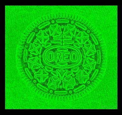 Photograph - Oreo In Green by Rob Hans