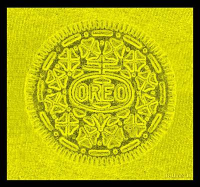 Photograph - Oreo In Yellow by Rob Hans