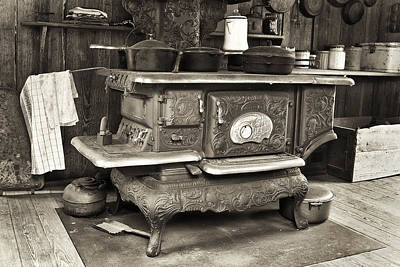Old Wood Burning Stove Photograph - Our Clarion by Patrick M Lynch