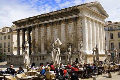 Outdoor Cafe In Front Of The Roman Maison Carree In Nimes Art Print